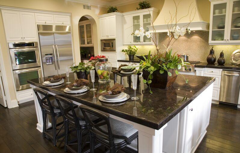 Elegancki Stół Kuchenny Z Marmurowym Blatem Projektowanie