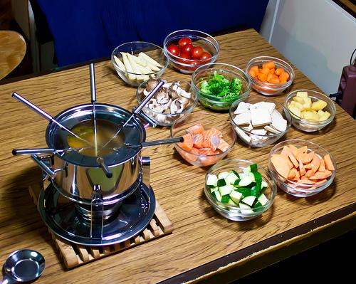fondue warzywne, fondue mięsne, fondue serowe