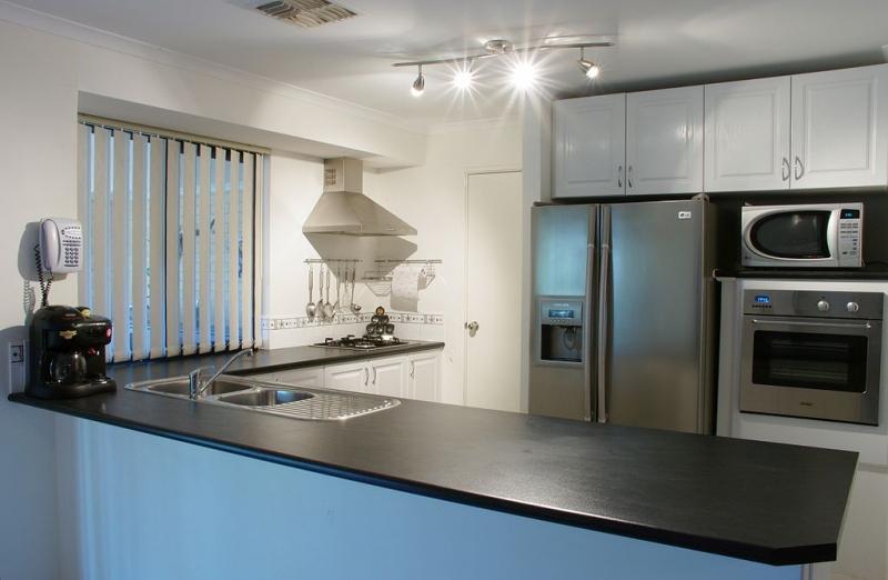modern-kitchen-gnangarra